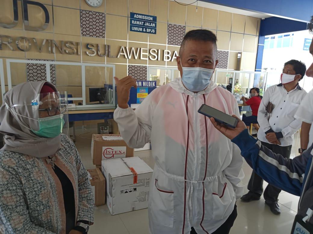 Peduli Penanganan Covid-19, DEIT Beri Bantuan APD untuk RS Regional Sulbar