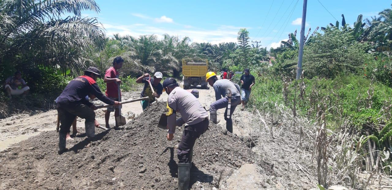 Gotong-royong, Aparat dan warga Desa Balanti Perbaiki Jalan Rusak